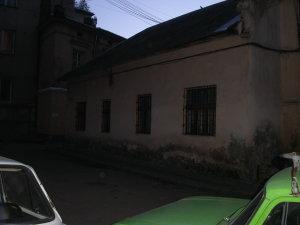 Lwów ul. św. Michała 6-8, maj 2005, kamienica i zbudowania rodziny Michała Michalskiego i Wiktora Legeżyńskiego - oficyna od zewnątrz