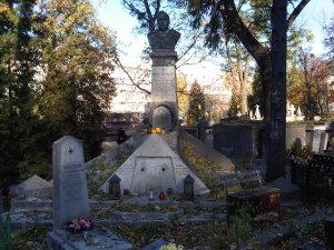 Lwow cmentarz Łyczakowski maj 2005 grobowiec rodzinny Michała Michalskiego i Wiktora Legeżyńskiego