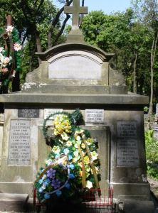 Lwów cmentarz Łyczakowski maj 2005 grobowiec rodziny Kazimierza Legeżyńskiego