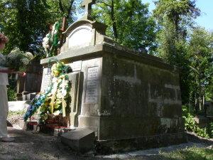 Lwów cmentarz Łyczakowski maj 2005 grobowiec rodziny Kazimierza Legeżyńskiego detal1