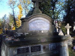 Lwów cmentarz Łyczakowski maj 2005 grobowiec rodziny Kazimierza Legeżyńskiego detal2