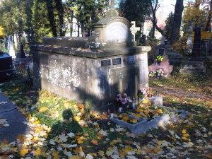 Lwów cmentarz Łyczakowski maj 2005 grobowiec rodziny Kazimierza Legeżyńskiego detal3