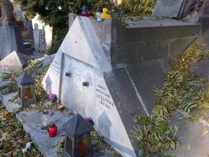 Lwów cmentarz Łyczakowski maj 2005 grobowiec rodziny Michała Michalskiego i Wiktora Legeżyńskiego detal2