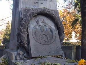 Lwów cmentarz Łyczakowski maj 2005 grobowiec rodziny Michała Michalskiego i Wiktora Legeżyńskiego detal3