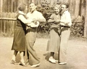 Stefan 'Funek' Legeżyński z prawej, Włodek Bielecki z lewej, Brzuchowice lata 30-te