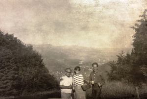 Tadeusz Legeżyński z prawej, Irena i Adam Skarbińscy, Szczawnica 1972
