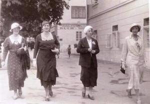 Jadwiga z Szydłowskich Legeżyńska 3-cia od lewej, z prawej Zofia z Zakrzewskich Prochownik