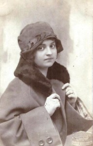 koleżanka Renia Rudnicka 1922r, klasa Janiny Legeż. i Bisi Kessler