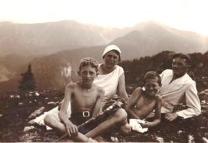 1932 r od lewej Adam, Maria, Stanisław, Władysław Skarbińscy na wakacjach
