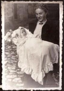 Irena z Dobrowolskich Skarbińska z synem 1959r