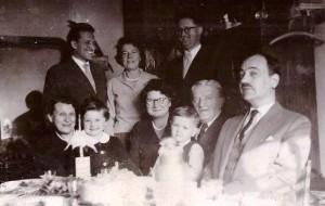 rodzina Skarbińskich 1958 Syrokomli Kraków, od lewej Maria, Adam, Małgorzata, Maria Zawilińska, Helena, Krzysztof, Stanisław, Władysław i Wacław Zawiliński