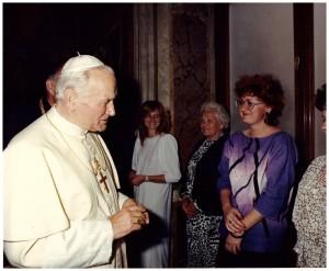 Watykan, sala klementyńska, 19 04 1988r, Małgorzata Drużyńska i JPII
