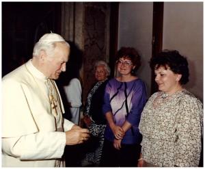 Watykan, sala klementyńska, 19 04 1988r, Zofia Skarbińska, Małgorzata Drużyńska i JPII